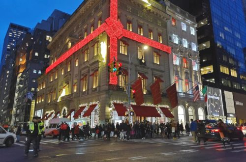 Fifth_Avenue_Christmas_NYC