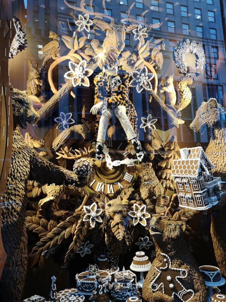 Window_decoration_NYC_2018_Bergdorf
