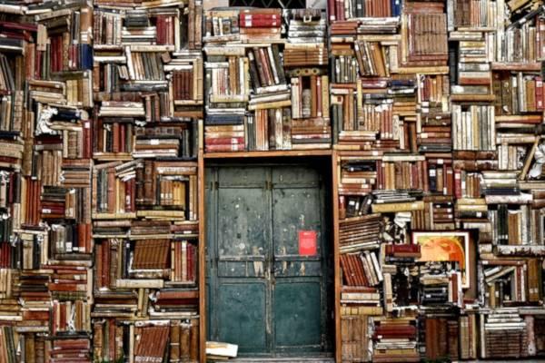 Bücher_Regal_Chaos