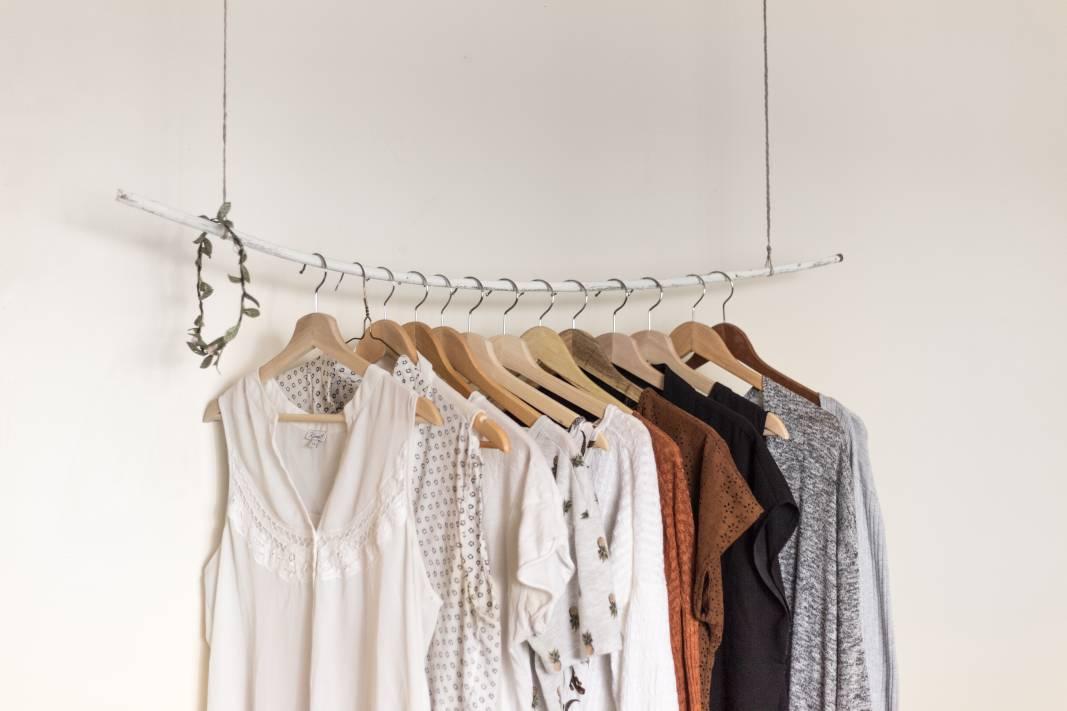 Kleiderstangen_Kleider_Ordnung