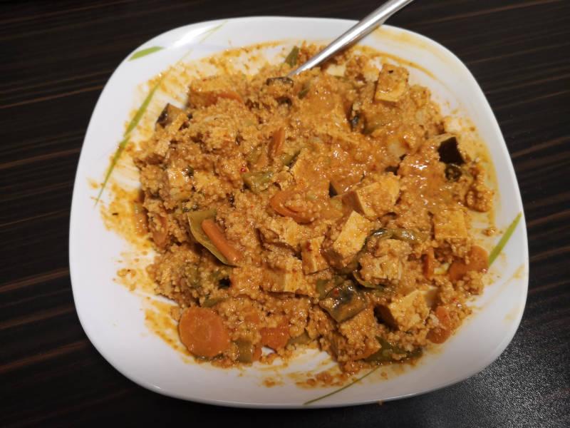Feuriges-rotes-Thai-Curry-mit-Tofu  Veganuary