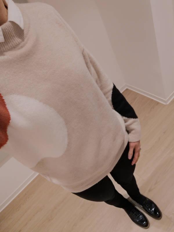 Camel_Sweater_schwarze_Jeans_scharze-Loafer
