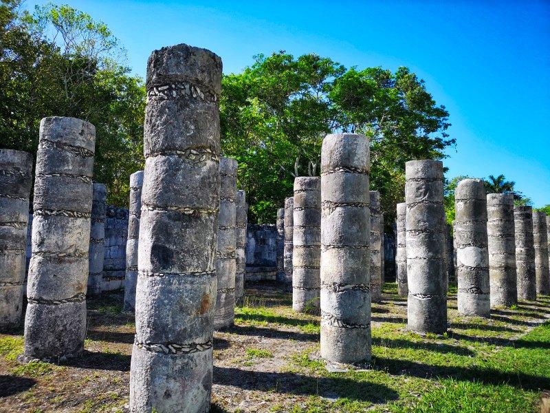 mexiko yucatan chichen itza columnata oeste haus der tausend säulen