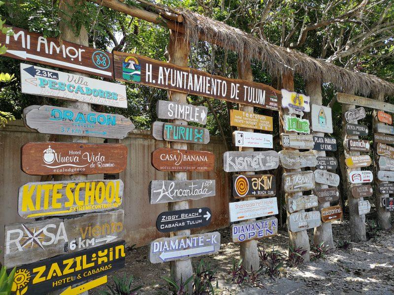 mexiko-yucatan-rundreise-tulum-schilder-stadtzentrum