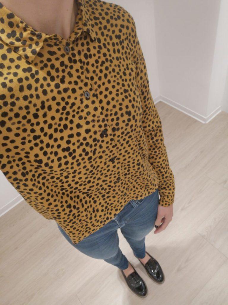 Modeblog_Kulturblazer_Lookbook_Muster_Punkte-in-Leooptik_Jeans_Loafer